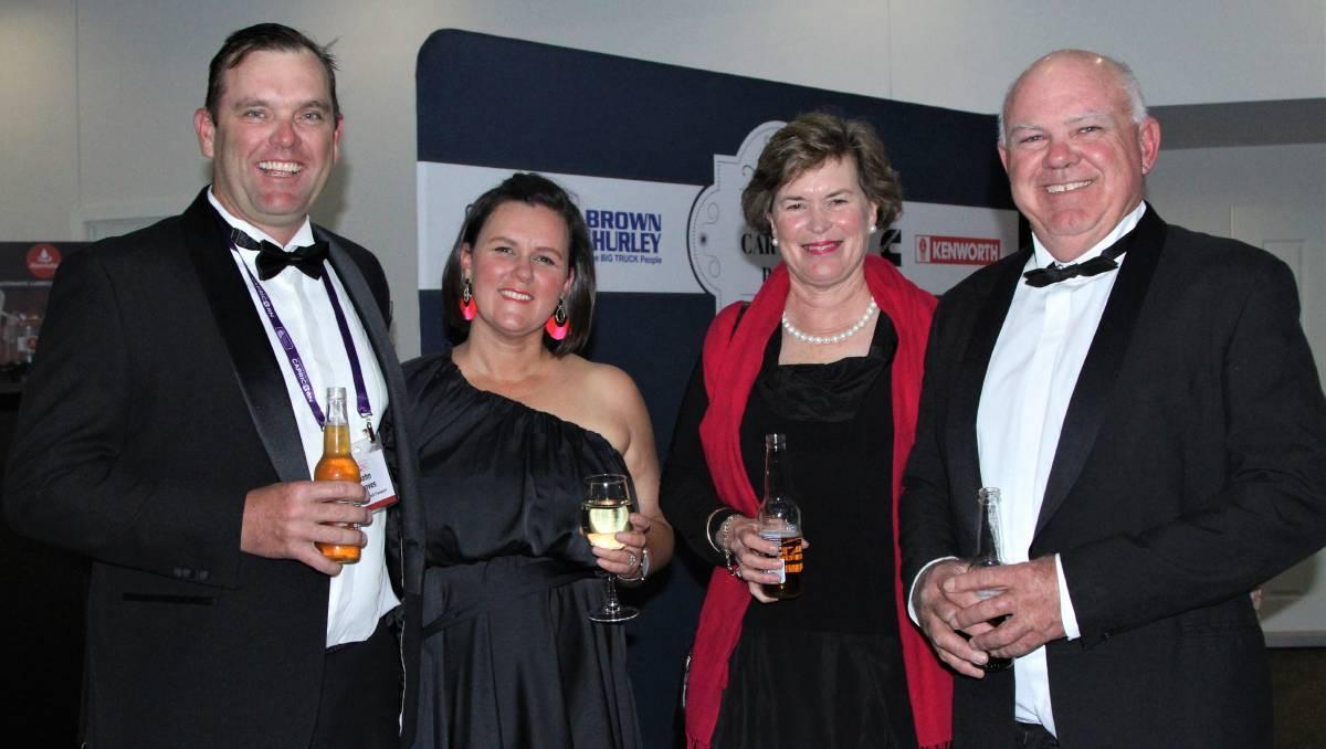 Pengangkut ternak merayakan 40 tahun di Bull Carter's Ball | Kehidupan Negara Queensland