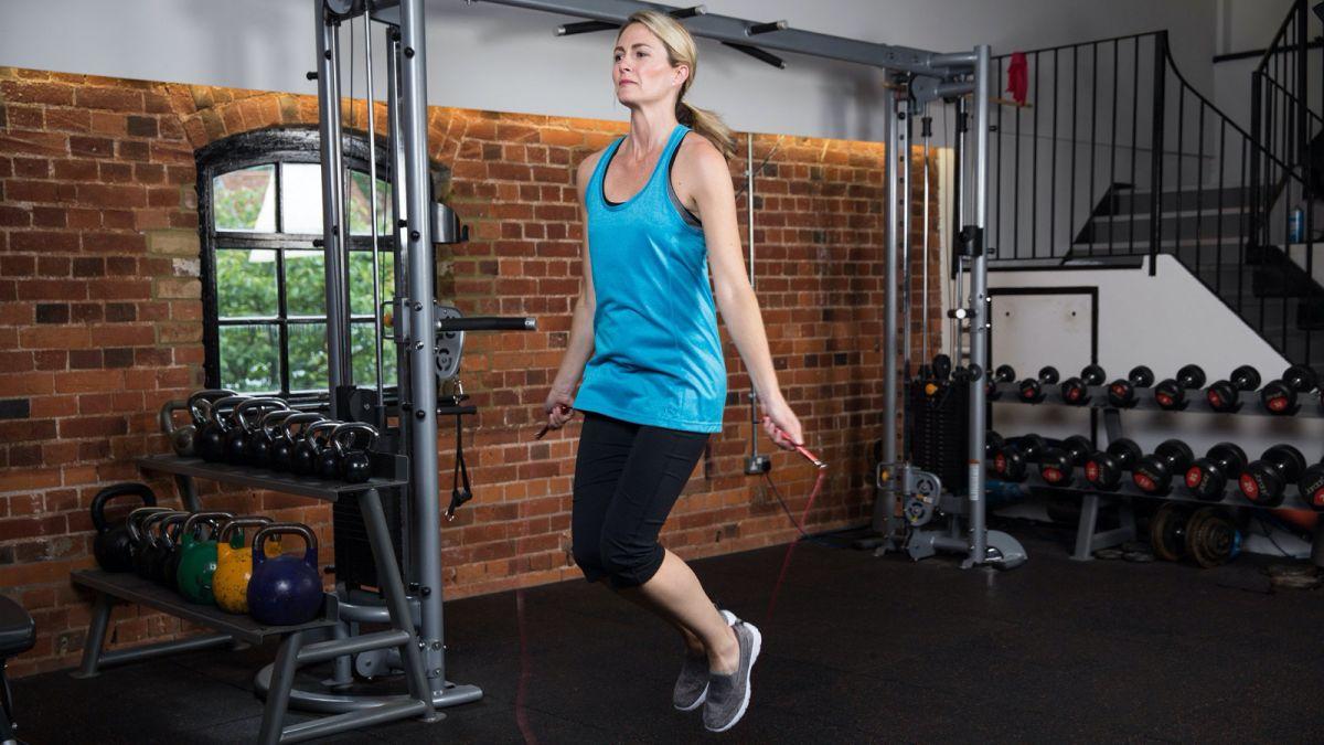 Latihan di rumah untuk menjadi lebih kuat di rumah. Tidak ada beban? Tidak masalah...
