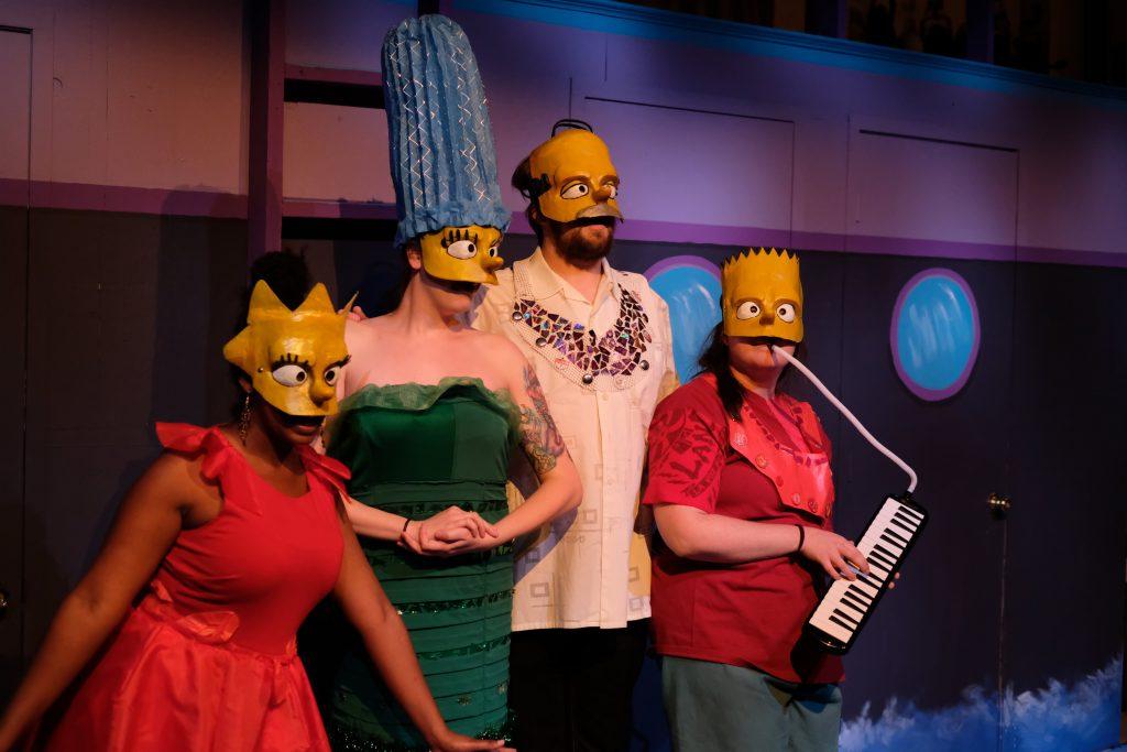 """The Simpsons"" sebagai Kitab Suci dalam ""Mr. Burns: Permainan Pasca Listrik"""
